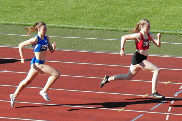 Vivian Groppe siegte beim Verbändekampf über 200 Meter vor der schnellsten DLV-U18-Sprinterin über 150 m, Annika Just und legte bei Windstille die halbe Stadionrunde in 24,57 Sekunden zurück. Foto: nh