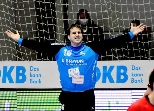 Im Heimspiel gegen die Eulen Ludwigshafen (27.05.21) hat sich das Melsunger Teams regelrecht zum Sieg gepusht. Einen nicht unwesentlichen Anteil daran trug Keeper Nebojsa Simic. Foto: Heinz Hartung