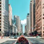 Über den SPD Bundestagsabgeordneten Edgar Franke bekommen junge Leute derzeit die Chance auf ein Stipendium für ein Jahr in den USA. Unser Bild zeigt exemplarisch eine Straßenszene in Chicago. Foto: Jürgen Polle | Pixabay