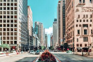 Über den SPD Bundestagsabgeordneten Edgar Franke bekommen junge Leute derzeit die Chance auf ein Stipendium für ein Jahr in den USA. Unser Bild zeigt exemplarisch eine Straßenszene in Chicago. Foto: Jürgen Polle   Pixabay