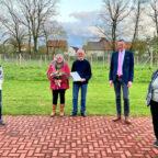 Manfred Müller, Heidrun Horst-Süßmann, Dr. Johannes Wilhelm Süßmann, Bürgermeister Heinrich Vesper und Ortsvorsteherin Susanne Schlemmer (v.li.). Foto: Manuel Hoos