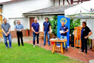 Aufnahme von drei neuen Mitgliedern in Anwesenheit der Paten und des Präsidenten. Die Neuen sind (v.li.) Matthias Wiederhold, Christian Hass und Ingo Sechtling. Foto: nh