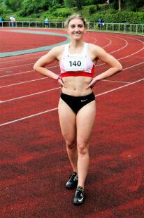 Sie konnte ihre Zeit kaum glauben: Sophia Hog trumpfte in Osterode mit 12,53 Sekunden bei Gegenwind auf. Foto: nh