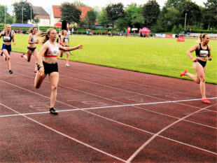 Nur um 0,03 Sekunden unterlag Vivian Groppe das Sprintduell gegen Sarah Janis aus Leipzig, revanchierte sich aber über 200 Meter, Foto: nh