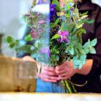 Schöner Beruf, aber schlecht bezahlt: Beschäftigte in der Floristik arbeiten meist zu Niedriglöhnen, kritisiert die Gewerkschaft – und ruft die Arbeitgeber zu Tarifverhandlungen auf. Foto: IG BAU