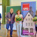 Von links: Vorsitzender Patrick Gebauer, Dr. Edgar Franke (MdB) und die bisherigen Ortsvorsteherinnen Karin Wagner (Ascherode) und Christel Östreich (Treysa) beim Fototermin am Rande der Jahreshauptversammlung. Foto: nh