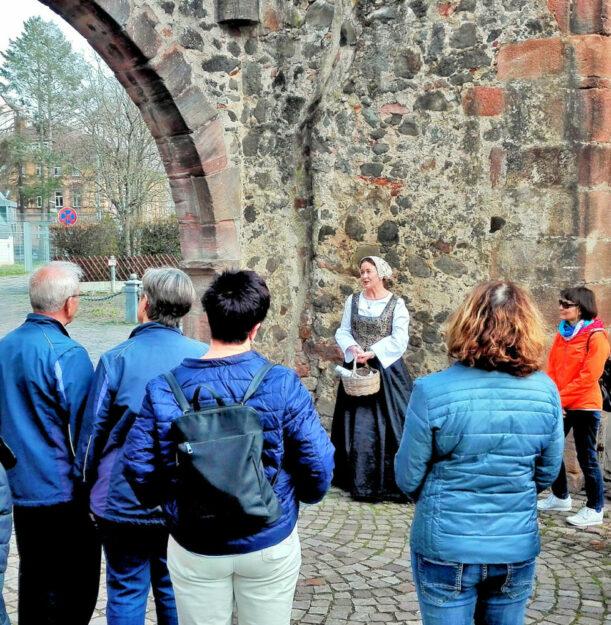 Auf Stadtrundgang mit Kunigunde. Foto: Schwalm-Touristik