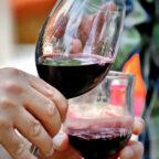 Zur Weinverkostung an verschiedenen Stationen des Musikalischen Wanderwegs lädt die Stadt Gudensberg ein. Foto: nh