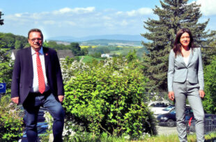 Landrat Winfried Becker und Tatjana Grau-Becker, Fachbereichsleitung Wirtschaftsförderung, Schwalm-Eder-Kreis. Foto: nh