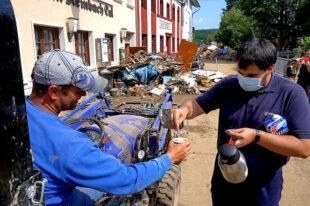 Verteilung von Lebensmittel und Ausrüstung im Kreis Euskirchen. Die Malteser versorgen sowohl Einsatzkräfte als auch Betroffene mit Essen und Getränken. Foto: P. Richardt | Malteser