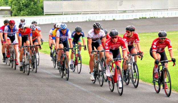 MT-Radsportler an der Spitze auf der Bahn in Göttingen (v.re.): Falk Hepprich, Vitus Obermann, Eiko Berlitz. Foto: Merle Obermann