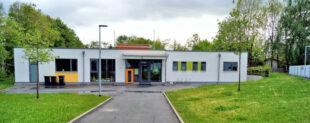 Kindertagesstätte »Frechdachse« in unmittelbarer Nähe des Tennisclubs (re. im Hintergrund). Foto: Jörg Warlich