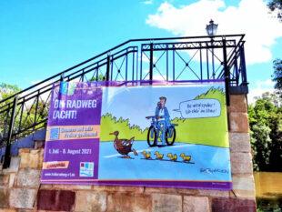 Neuer Verkehr, alte Gewonheiten? Das Cartoon an der Zweipfennig-Brücke lässt schmunzeln und nachdenken. Foto: nh