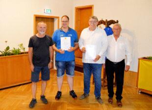 Rallye-Leiter Helmut Eberhardt mit Mario Kothe, Klemens Schneider und rthb-Vorsitzendem Jürgen Freund (v.li.). Foto: rthb