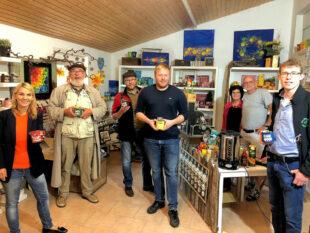 Von links: FDP Landtagsabgeordnete Wiebke Knell, Dieter Deist, Roland Zobel, beide FDP Morschen, FDP-Bundestagskandidat Bastian Belz, Pertra Prüssing, Michael Schumann und Julian Höhn, FDP Morschen. Foto: nh
