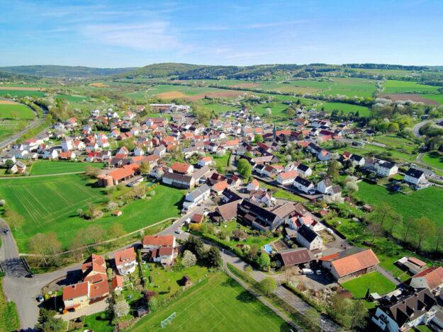 Gerade im ländlichen Raum spielt die Dorfentwicklung eine besonders wichtige Rolle. Die Homberger Bürger:innen konnten an einer Befragung teilnehmen. Foto: Rolf Walter