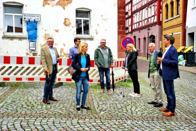 Alwin Altrichter, Philipp Brämer; Wiebke Knell, Karl Hassenpflug, Elke Ziepprecht, Prof. Ludwig-Georg Braun, Dr. Nico Ritz (v.li.). Foto: nh