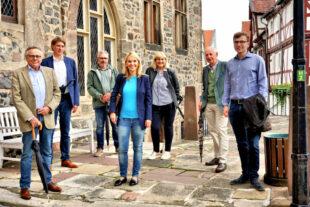 Alwin Altrichter, Dr. Nico Ritz, Karl Hassenpflug, Wiebke Knell, Elke Ziepprecht, Prof. Ludwig-Georg Braun, Philipp Brämer (v.li.). Foto: nh