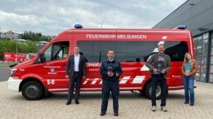 Gruppenbild zur Übergabe der Wärmebildkamera (v.li.): Andreas Haas (SparkassenVersicherung), Patrick Metz (Stadtbrandinspektor), Markus Boucsein (Bürgermeister) und Alexandra Füllenbach (SparkassenVersicherung).Foto: nh