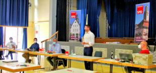 Von links: Sebastian Vogt (stellv. Vorsitzender), Patrick Gebauer (Vorsitzender), Lothar Ditter (Versammlungsleiter), Dr. Phlipp Rottwilm (Bürgermeister Neuental) während seinem Referat und Geschäftsführer Burkhard Walz. Foto: Celine Bornmann