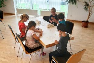 Mit Eifer dabei: Kinder der Kita Spatzennest in Trutzhain lernten viel zum Thema Feuer, Brand und Feuerwehr. Foto: Weber   Stadt Schwalmstadt