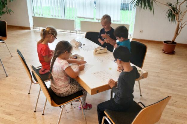 Mit Eifer dabei: Kinder der Kita Spatzennest in Trutzhain lernten viel zum Thema Feuer, Brand und Feuerwehr. Foto: Weber | Stadt Schwalmstadt