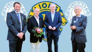 Der scheidende Lions-Präsident Stefan Sippel mit den beiden als Melwin Jones Fellows ausgezeichneten Lionsfreunden Dr. Wolfgang Margraf und Reinhold Hocke sowie mit District-Governor Jürgen Waterstradt (v.li.). Foto: Björn Schönewald