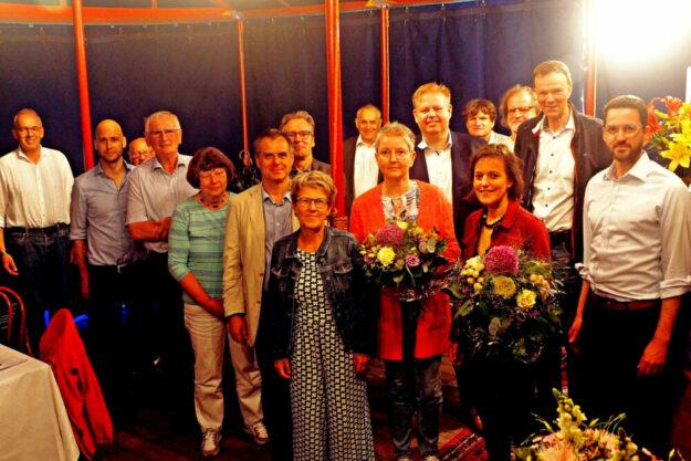 Mitglieder mit Vorsitzendem Claus Steinmetz (li.), Sonja Pauly und Tanja Lorenz von der Geschäftsstelle (2. und 3. v.re. vorn) und stellvertr. Vorsitzendem Dr. Philipp Rottwilm (re.). Foto: Jörg Döringer
