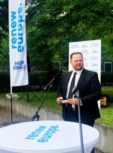 Unter freiem Himmel im Bergbaumuseum stand der EU Abgeordnete Engin Eroglu den Gästen Rede und Antwort über das Gebilde Europa. Foto: FREIE WÄHLER