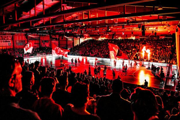 Das Liveerlebnis Bundesliga soll im Handball wieder möglich sein. Der Verkauf der Dauerkarten hat begonnen. Foto: Alibek Käsler