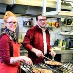 Am 22. Juli steht das Küchenteam vom Hotel Wettlaufer für die Wochenmarkt-Besucher am Herd. Von 16 bis 19 Uhr gibt es die gastronomischen Köstlichkeiten in ansprechend gestalteten Foodlounges. Foto: nh