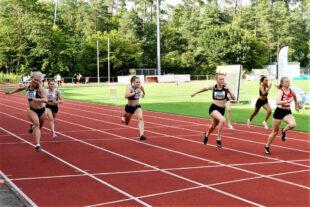Zielfoto vom 100m-Finale der WU18 - Knapp setzte sich Vivian Groppe vor Mira Baus und Carolin Schlung durch. Foto: nh