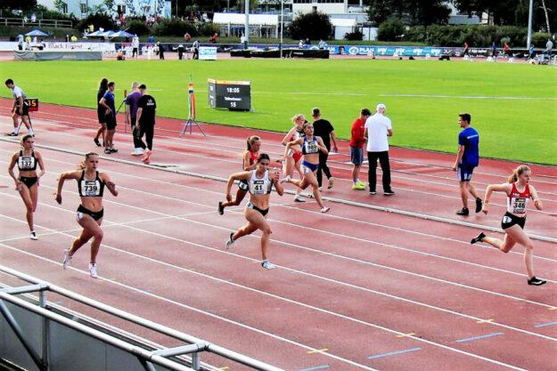 Eine glanzvolle Vorstellung bot Vivian Groppe im zweiten 200m-Halbfinallauf, wo sie 50 Meter vor dem Ziel das Tempo herausnahm und immer noch mit 24,46 Sekunden eine starke Zeit lief. Foto: nh