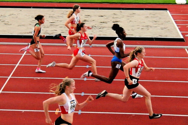 50 Meter vor dem Ziel lag die große Favoritin Holly Okuku immer noch hinter Vivian Groppe zurück. Im Ziel betrug ihr Rückstand fast 0,3 Sekunden. Foto: nh