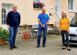 FDP-Bundestagskandidat Bastian Belz, Firmenchef Norbert Wahl (Mitte) und die FDP-Landtagsabgeordnete Wiebke Knell. Foto: nh