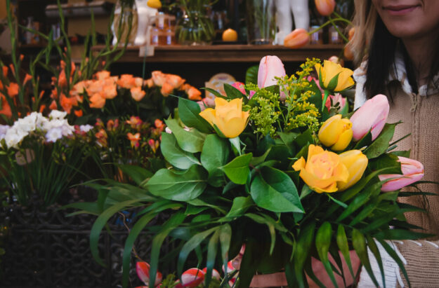 In der Floristik haben Beschäftigte auch in Pandemiezeiten alle Hände voll zu tun. Jetzt gibt es für sie deutlich mehr Geld. Foto: IG BAU