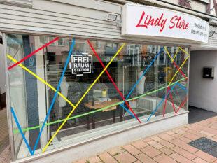 Das Foto vom Lindy Store und die nachfolgenden Bilder zeigen einige Beispiele für FreiRaumStationen in der Kreisstadt.