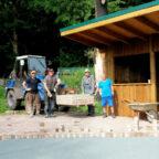 Zu den Anpackern aus dem Dorf gehören (v.li.) Kai Tämmerich, Ortsvorsteher Andreas Göbel, Horst Köhler, Armin Werner, Günther Kirchhoff und Jürgen Nette. Foto: nh