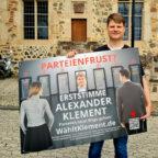 Nur insgesamt 50 Wahlplakate hängen in Frankenberg, Fritzlar, Homberg, Melsungen und Schwalmstadt, die alle mit einem individuellen Spenden-QR-Code versehen sind. Foto: Lisa-Marie Klement