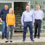 FDP Bundestagskandidat Bastian Belz, FDP-Landtagsabgeordnete Wiebke Knell, Georg Wölfel Geschäftsführer Fa. Vukovil und Stadtrat Frank Sinning (v.li.). Foto: nh